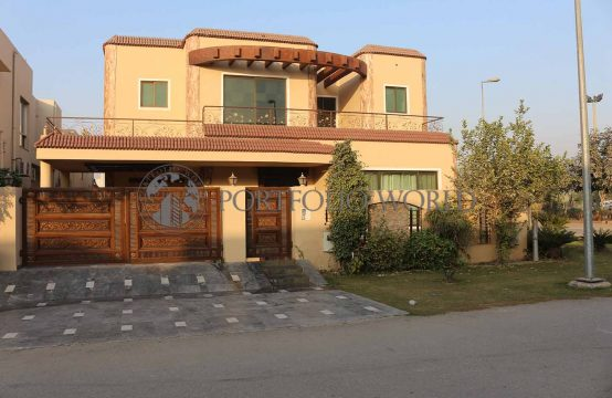1 Kanal Beautiful Corner House Opposite Park and Commercial Area, B Block